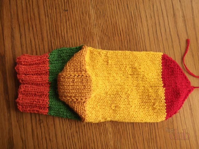 Bir çorabı örme iğnelerle nasıl bağlayacağım. İki ve beş örme iğnelerindeki çorapları ördük